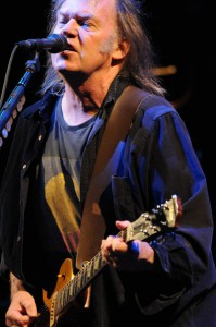 Neil Young (Photo by Koichi Hanafusa)