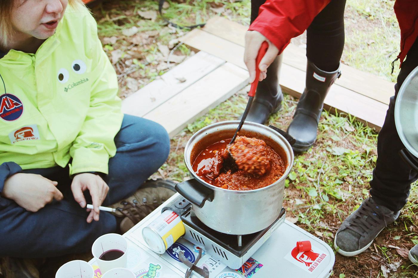 キャンプのお楽しみ、キャンプ飯 Photo by Riho Kamimura