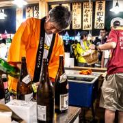ドリンクを担当するスタッフさん。日本酒も大人気でした。