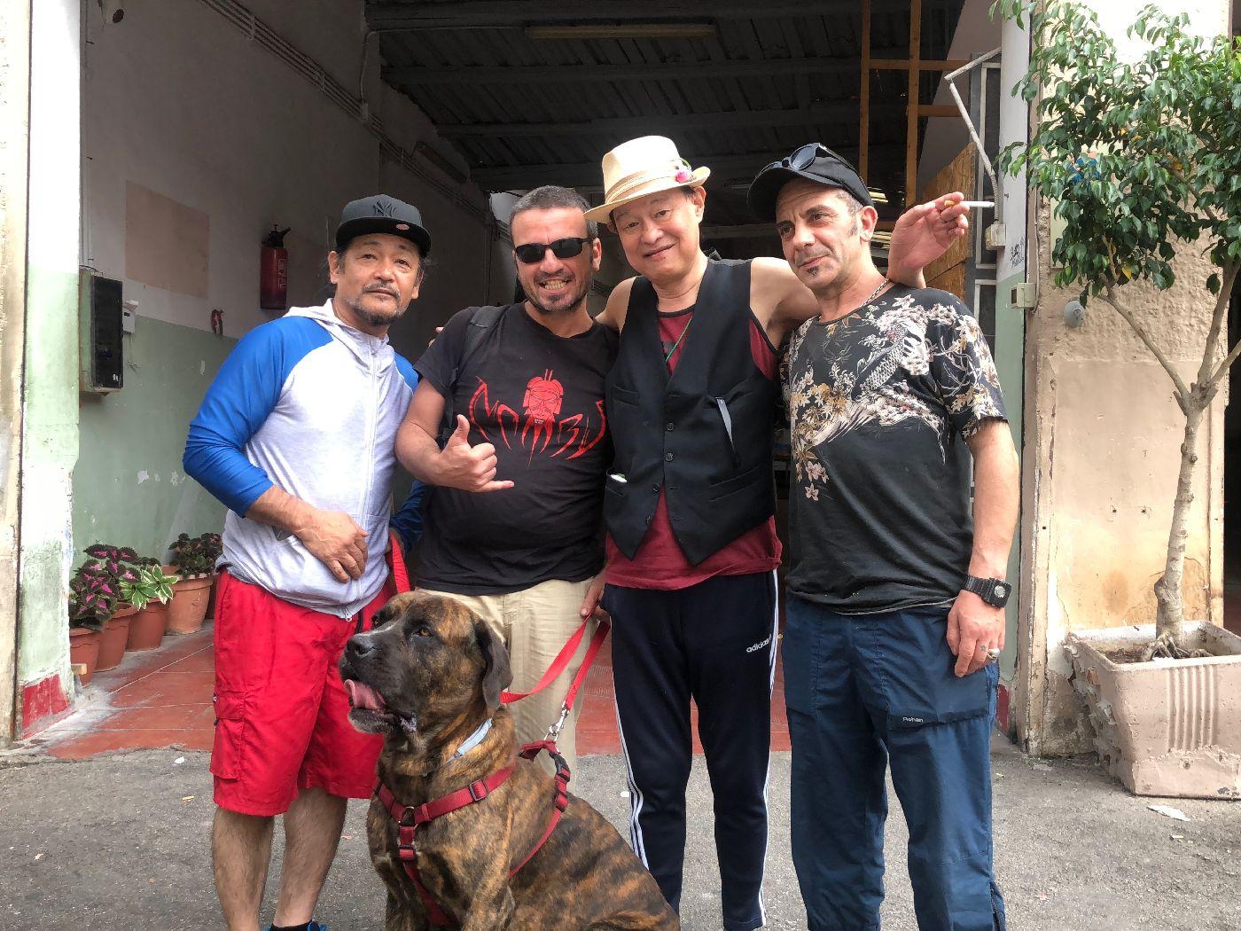 シチリアンミュージシャンのカルロ(左から2番目)とパレルモにて