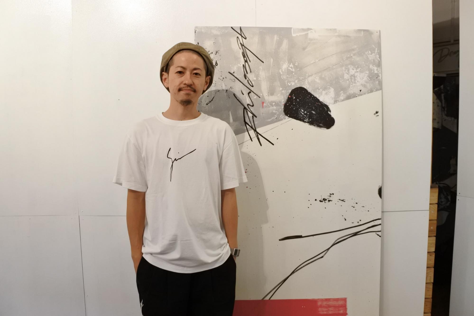 うちなーヴィレッジアーティスト紹介ー沖縄のアートシーンを画家としてギャラリーのオーナーとし活躍されているDENPAインタビュー